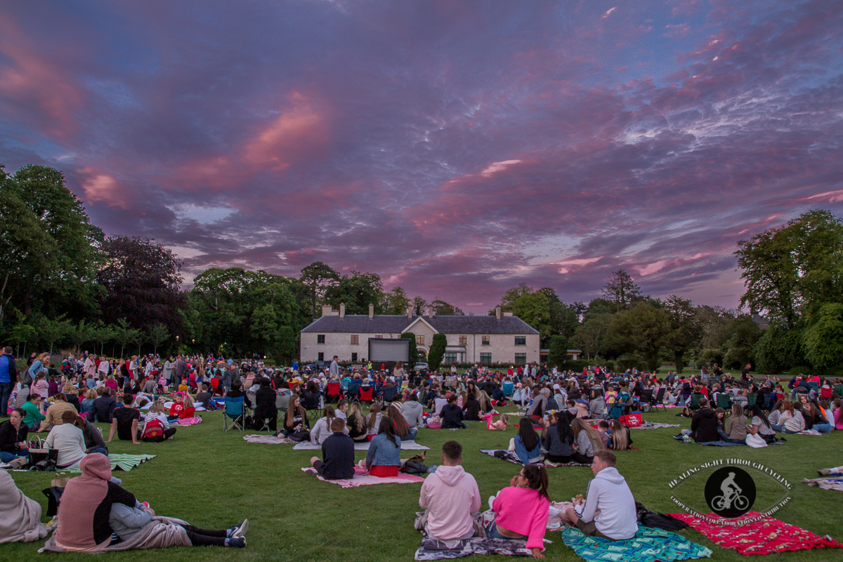 Crowds at Killarney House - waiting for movie - twilight