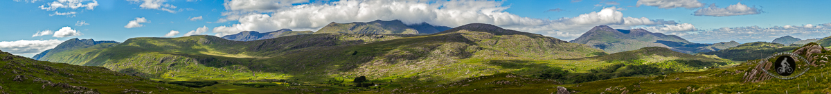 Mountain range in the Ring of Kerry - wide panorama